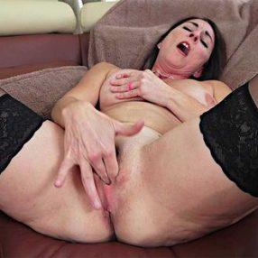 Cougar Carissa Dumonde In Thigh High Stockings