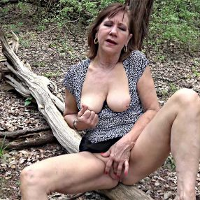 Naughty cougar fingering