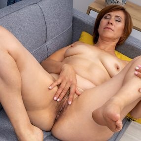 Cougar Eleanor Pussy Play