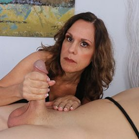 Cougar gives Handjob