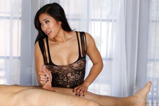 Asian Masseuse Mia Li