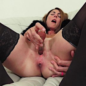 Hot Cougar Spreading and Playing
