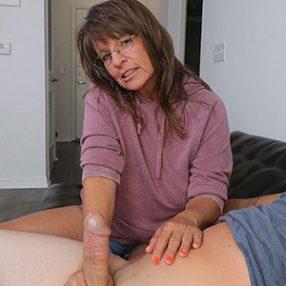 Cougar Jules gives a Handjob