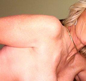 Hot Cougar gives a Handjob