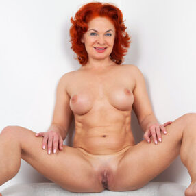 Redhead Cougar Hot Solo Play