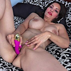 Busty Cougar Gianna Chanel Toy Pleasure