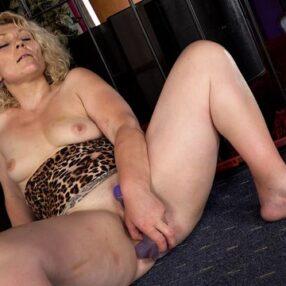 Sexy Blonde Cougar Rita Marks Solo Play