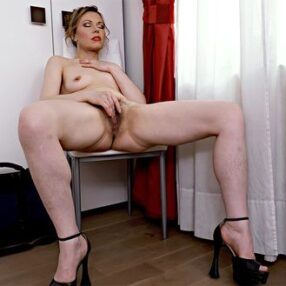 Sexy Cougar Alexia S Pussy Play