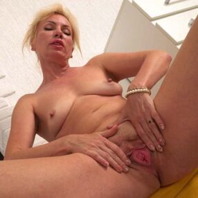 Blonde Cougar Kate Roth Solo Play